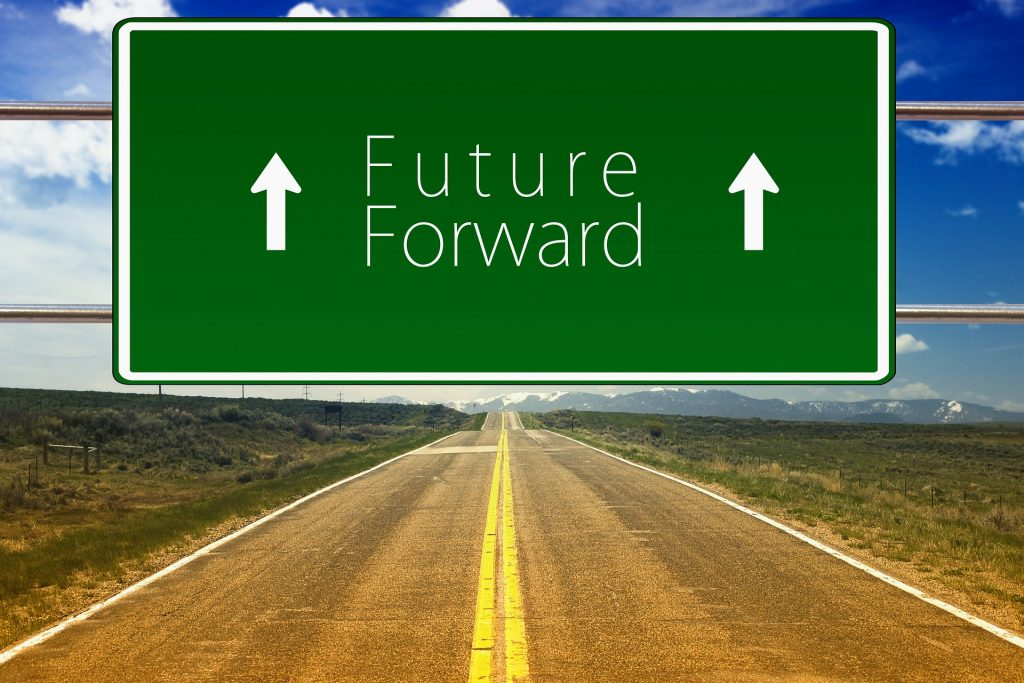 Voraus in die Zukunft statt zurück in die Vergangenheit